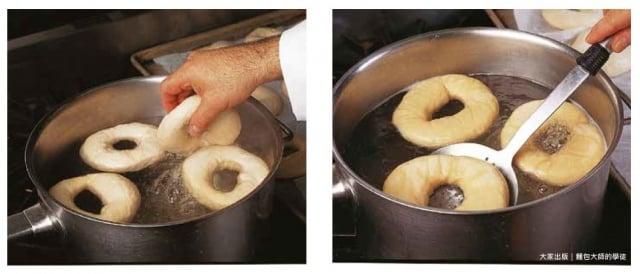 從冰箱取出貝果麵團,輕輕放入沸水中。(大家出版社提供)