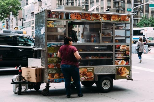 在紐約,你很難找到一家不好吃的貝果店,無論是流動餐車還是高級餐廳。(大家出版社提供)