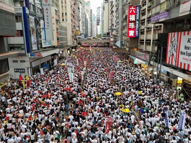 2019年6月9日,香港,反送中大遊行人數擠滿整個街道。 (記者余鋼/攝影)