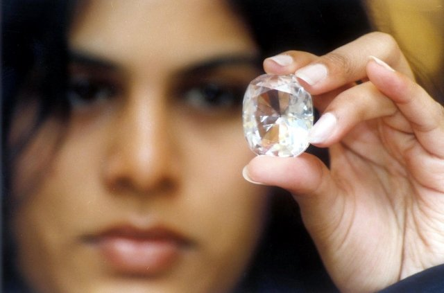倫敦一名女士1980年代在跳蚤市場用10英鎊買的鑽戒,竟價值65萬英鎊。圖為示意圖。(Getty Images)
