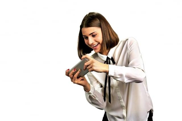 網路成癮可分兩個層面,一個是預防性的「防止」,另一個則是成癮後的「戒斷」。(Fotolia)