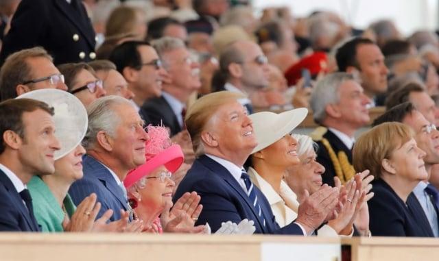 英國女王伊麗莎白二世(前排左4)及美國總統川普(左5)等西方領導人出席6月5日在朴茨茅斯海岸的紀念活動。(Tolga Akmen/Getty Images)