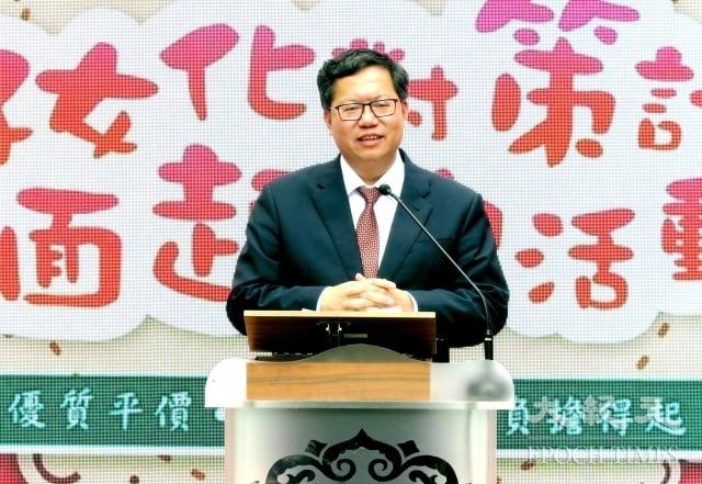 桃園市長鄭文燦表示,調高評點是要給合法屋主更多補償,也要考量市府財政能力。(記者徐乃義/攝影)