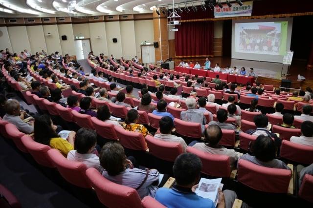 「非洲豬瘟生物安全講習會」參與人員相當用心探討未來的防疫措施,防疫視同作戰,產官學各單位全力以赴,確實分工執行。