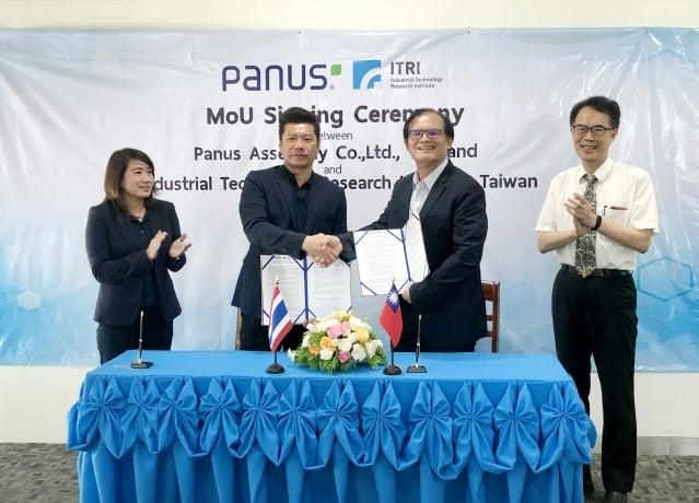 工研院與泰國物流運輸公司Panus簽署合作備忘錄,左起為泰國Panus公司助理執行長Tunya Orpong、泰國Panus公司執行長Panus Watanachai、工研院機械所所長胡竹生、工研院機械所智慧車輛技術組組長張念慈。