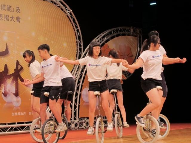 建國國中獨輪車表演