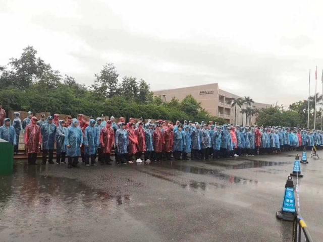 6月10日、11日,北京師範大學珠海分校數千名家長與學生在校園發起遊行示威,抗議學校停辦。(受訪者提供)