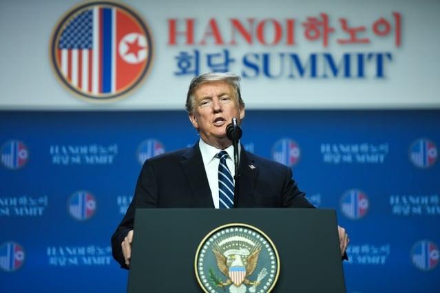 美國總統川普(圖)今年2月28日在河內與北韓領導人金正恩會晤後,雙方未達成去核協議,川普召開記者會。(Getty Images)