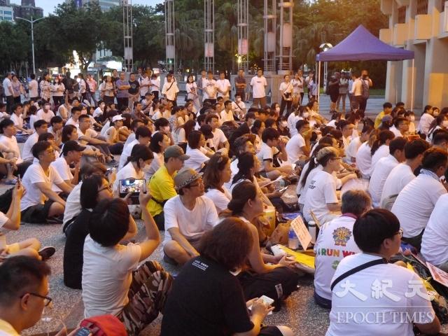 在高雄的香港學生與香港民眾抗爭同步,發起「反對逃犯條例」集會,表達香港人心聲。