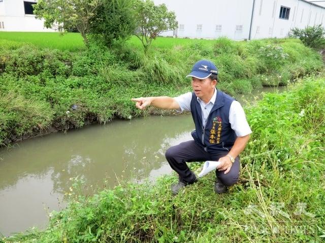 大雅區員林里張本侒里長希望工程完工後,解決當地的逢雨必淹之苦。