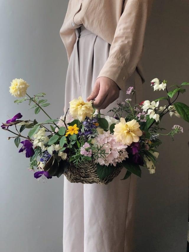 用繡球花製作而成的花藝作品。(台北市產發局提供)