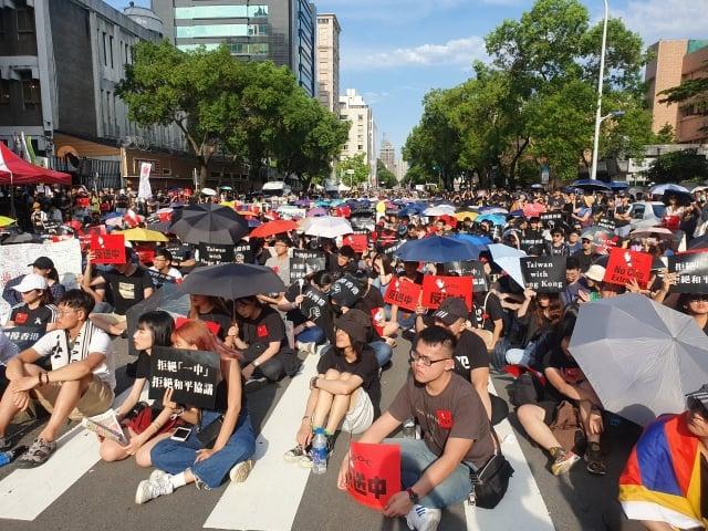 台灣逾萬港台青年響應香港進行「撐香港,反送中」行動。(吳旻洲提供)