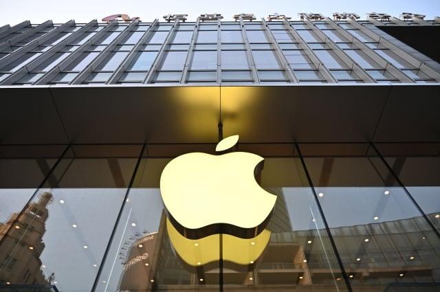 消息稱,蘋果要求多家供應商研究將部分產品最終組裝線遷出中國。(HECTOR RETAMAL/AFP/Getty Images)