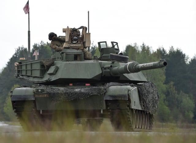 美國《時代》雜誌24日報導指出,川普政府為了與北京達成貿易協議,尚未對M1A2戰車(圖)、飛彈等對台軍購案採取行動。(Christof STACHE / AFP)