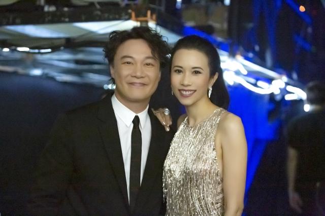 莫文蔚與陳奕迅在第30屆金曲獎後台相見歡