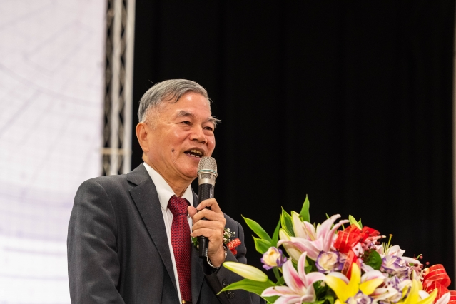 經濟部長沈榮津允諾全力協助桃園市政府興建桃園會展中心。