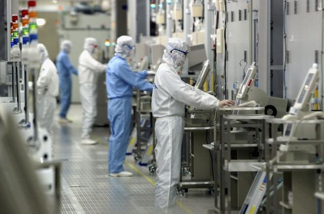 日本準備對韓國發動兩階段半導體材料出口管制,升高日韓緊張關係。(Koichi Kamoshida/Getty Images)