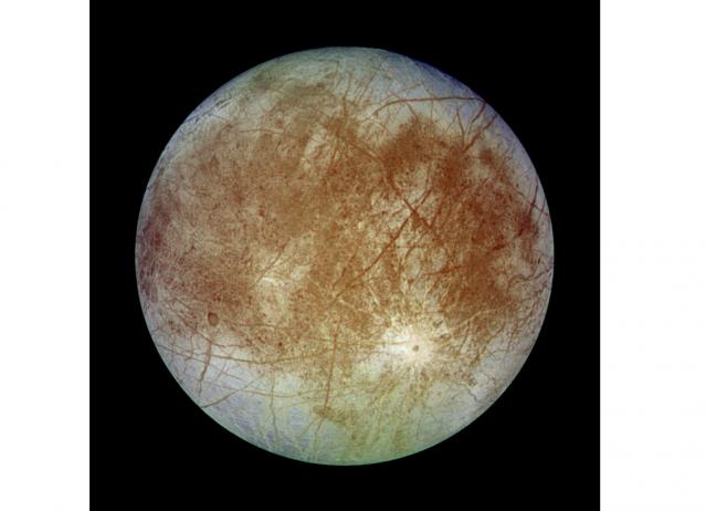 伽利略號探測器拍攝到的木衛二。(維基百科)