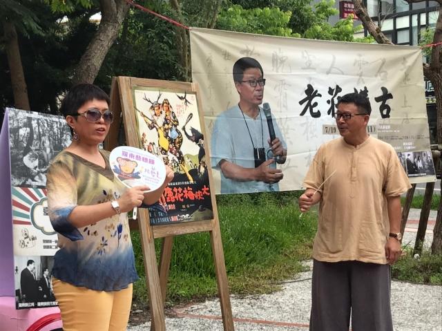 羅東藝穗節-講古主講人莊文生與電影影評人 麥嫂(左)。
