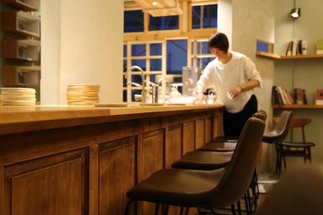 「或者工藝櫥窗」結合展覽與飲食空間。(鴻梅文創提供)