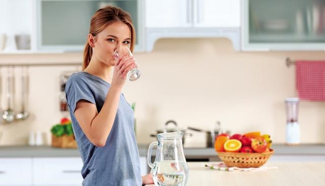 充足的水分也能起到舒緩鼻竇的作用。(shutterstock)