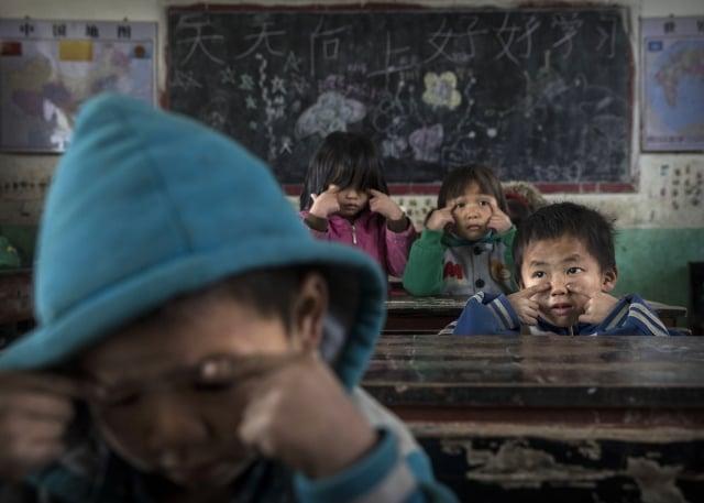 中國近期舉辦「小小情報員」夏令營活動,對小學生進行紅色教育,引發人們對中國教育現狀的關注和思考。示意圖。(Getty Images)