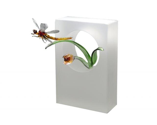 「希望振飛」花葉上輕翼欲飛的蜻蜓,彰顯作者以堅強意志,跨越限制勇於追夢的決心信念。(葫蘆墩文化中心提供)