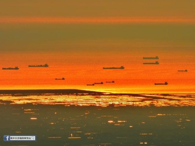 黃源明所拍攝的「無敵艦隊」。(漫步在雲端的阿里山提供)