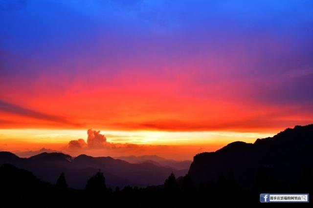 常拍攝阿里山的黃源明說,在季節交替、氣象變化之際,阿里山的天氣可以用「瞬息萬變」來形容,晨昏往往是最容易感受到自然奇景變幻莫測的時刻。