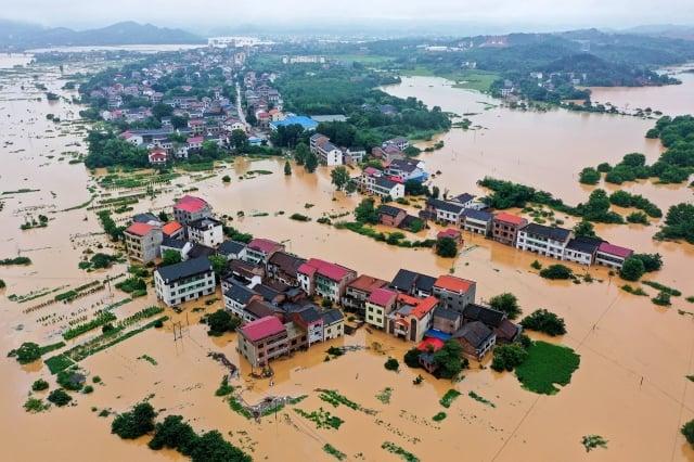 7月9日航拍照片顯示,在湖南衡陽市遭遇暴雨之後,建築物遭到洪水浸泡。(Getty Images)