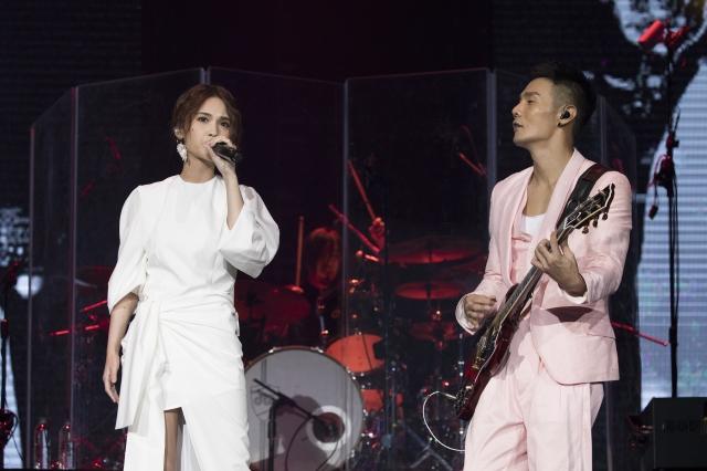 李榮浩(右)於34歲生日這天,向楊丞琳(左)求婚成功。圖為資料照。(華納音樂提供)