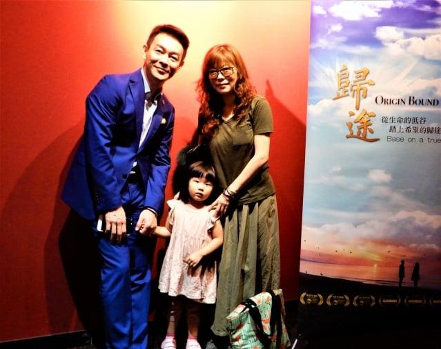 許多慕名而來的觀眾,早早排隊等候與劇中男主角姜光宇同框,一睹「雍正王朝三阿哥」的風采。(記者黃玉燕/攝影)