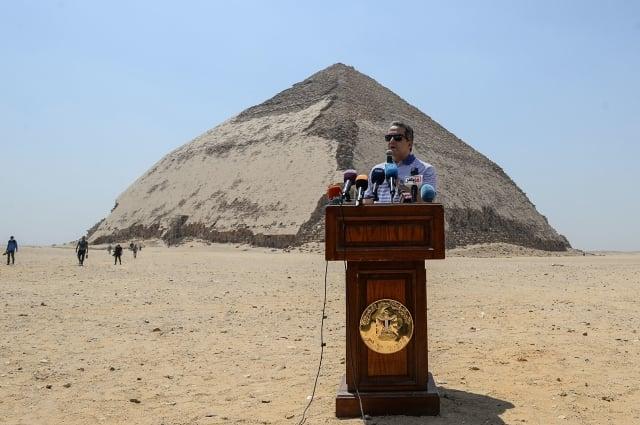 埃及古文物當局於7月13日宣布開放曲折(Bent)金字塔及其周邊金字塔供遊客參觀。(MOHAMED EL-SHAHED/AFP/Getty Images)
