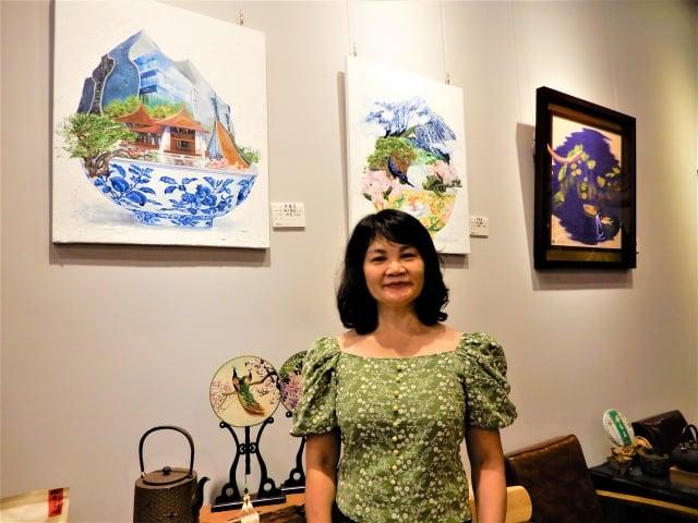 黃騰萱的作品中有城市、鳥類、市花、市樹、座標,呈現對土地的感受力,取名「海上明珠」,也是歌頌台灣。