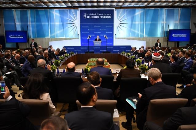 7月18日,美國副總統彭斯在宗教自由部長級會議上發言。 (MANDEL NGAN / AFP)