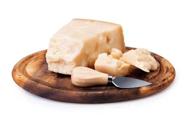 陳年乳酪吃起來有濃郁的鮮味,尾韻在口齒間縈繞良久。(Fotolia)