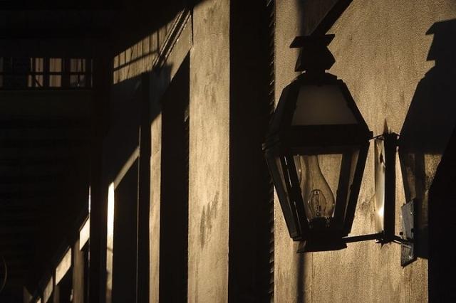 人生,其實是一場心靈的回歸之旅——讓心靈回歸到最初的美好的精神家園。在這樣的夜晚,在這樣的雨聲燈影裡,我這樣的想著……。(clipart.com)