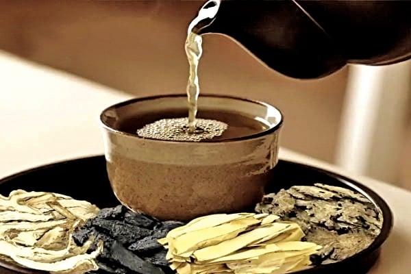 女性月經後喝四物湯,能使體力迅速補充。(新唐人電視台)