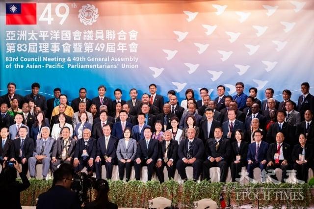 「亞太國會議員聯合會」(APPU)第83屆理事會暨第49屆年會6日在台北圓山大飯店舉行開幕典禮,共計17國、上百名國會代表出席。(記者陳柏州/攝影)