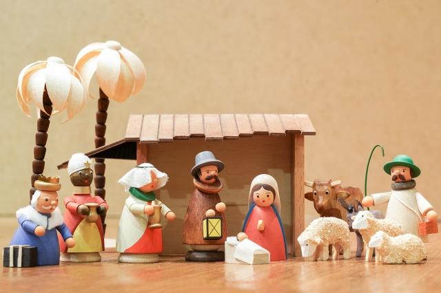 陳億青發現德國音樂盒多以耶穌誕生、天使等宗教為主題,距離台灣人生活太遠。(攝影/龔安妮)