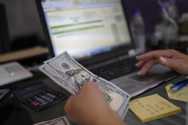 截至7月末,中國外匯存底為3.1兆美元,較6月減少155.37億美元。(Matias Delacroix/Getty Images)