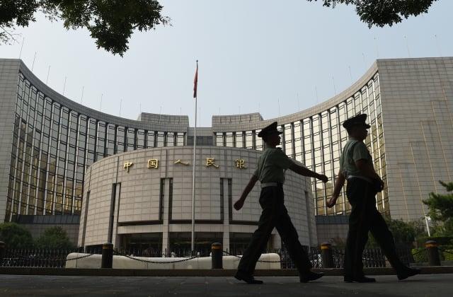 中國人行9日人民幣中間價再度下調97個基點至7.0136,為連續第七日貶值,並創下2008年4月以來新低。(GREG BAKER / AFP)