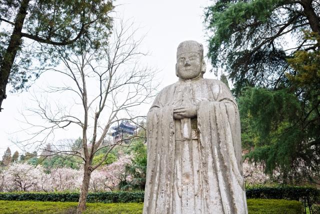 中國江蘇省南京市紫金山風景區的古老民間官員雕像。(Shutterstock)
