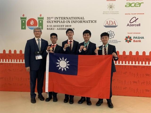 台灣參加國際資訊奧林匹亞競賽,代表台灣參賽的4名學生共獲得2金、2銅,團隊國際排名(以獲獎牌數計算)為第6名。(中央社)