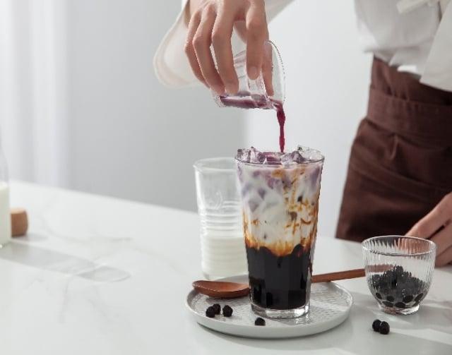 陳永桉以賣黑糖珍珠鮮奶起家,傳承了製作冰品的豐富經驗,發展成如今口感Q彈的「珍珠」。(123RF)