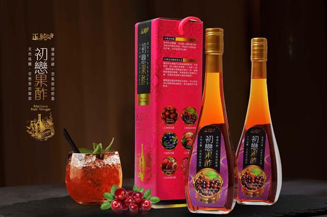 正純食品以正純蜂蜜為基底,搭配台灣在地水果釀造的水果醋,備受消費者青睞,六角瓶送禮更大方。(正純食品提供)