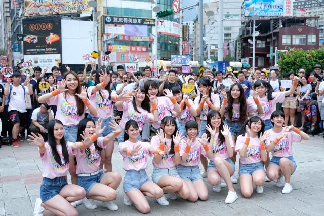 AKB48 Team TP  16位練習生舉辦西門町快閃見面會