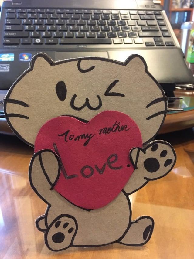 母親節過後,阿秀送給了我一張親手製作的卡片。(阿麗老師提供)