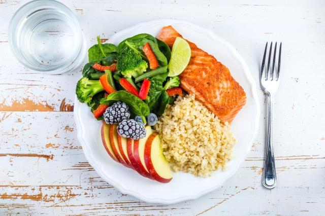 「健康餐盤法」與營養學及代謝醫學理論相結合,創造出「211全平衡瘦身法」。(Shutterstock)