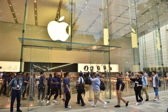 分析師發布報告稱,明年蘋果將推出2支首款5G iPhone,使用高通公司的數據機。(KAZUHIRO NOGI/AFP/Getty Images)